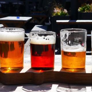 Testa att annorlunda lopp med öl i vätskekontrollen